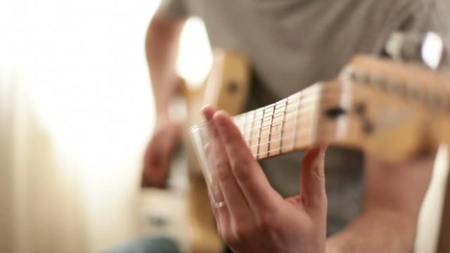 Slide guitar with live sound recorded