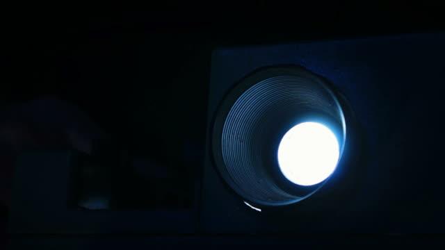 diaprojektor - projektor stock-videos und b-roll-filmmaterial