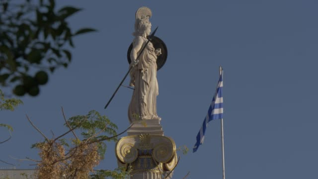 vídeos de stock e filmes b-roll de slider shot of statue in front of deanery university of athens, athens, greece, europe - greece