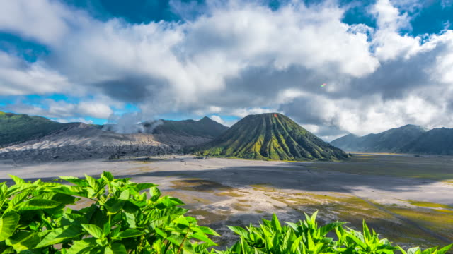 4k slider timelapse movie view of mts. bromo, semeru, batok and widodaren, tengger caldera - tengger stock videos & royalty-free footage