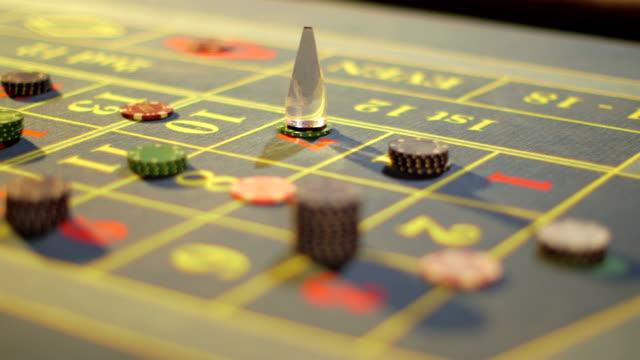vídeos de stock e filmes b-roll de sliding cu of casino chips piled on the table - ficha de apostas