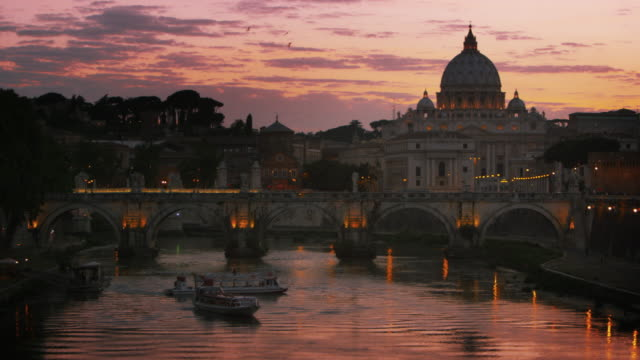 slight left-to-right pan of ponte sant'angelo and dome of st. peter's basilica - サンタンジェロ橋点の映像素材/bロール