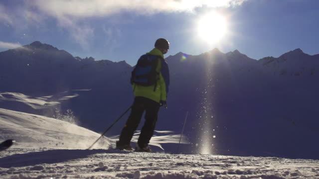 vídeos de stock e filmes b-roll de slo mo skiers - formato letterbox