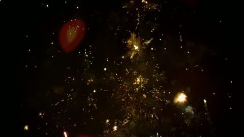vídeos y material grabado en eventos de stock de slomo brilliant firework display - fuegos artificiales