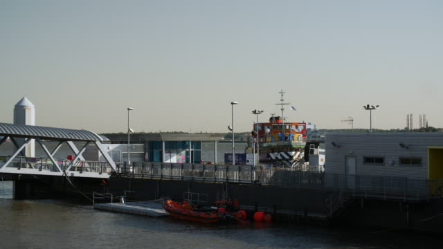 slomo mersey ferry coming in to dock - mersey ferry stock videos & royalty-free footage