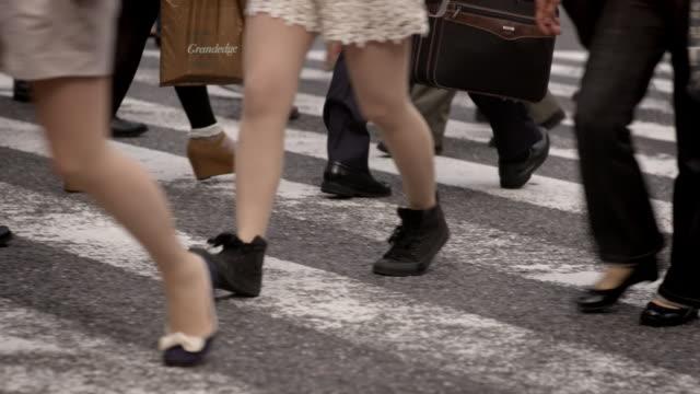 slomo people use a pedestrian crossing, japan - slow stock videos & royalty-free footage