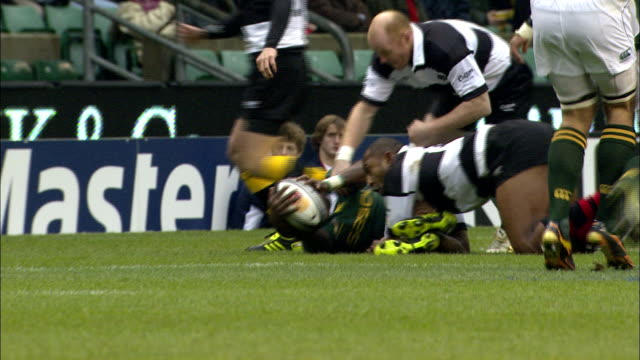 stockvideo's en b-roll-footage met slomo replay of martin williams regaining possesion of the ball after tackle barbarians v springboks 4th december 2010 available in hd - tackelen