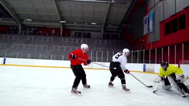 HD: Slo-Mo Aufnahme von Eishockey-Spieler in Punkten Aktion