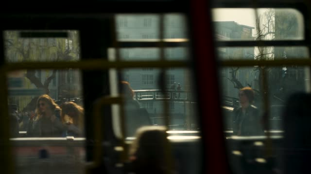 vídeos de stock e filmes b-roll de slomo traffic passes people on bridges by camden lock - autocarro