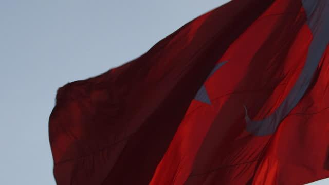 slomo turkish flag - turkish flag stock videos & royalty-free footage