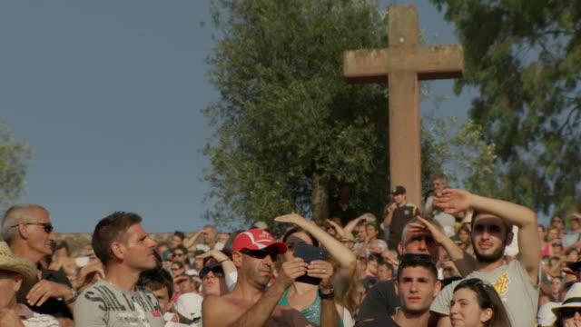 "slomos of spectators at a traditional italian festival - ""bbc universal"" video stock e b–roll"