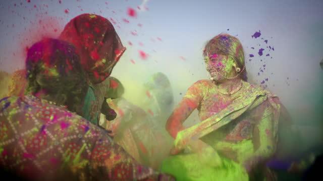 slomos women celebrate holi, india - bright colour stock videos & royalty-free footage