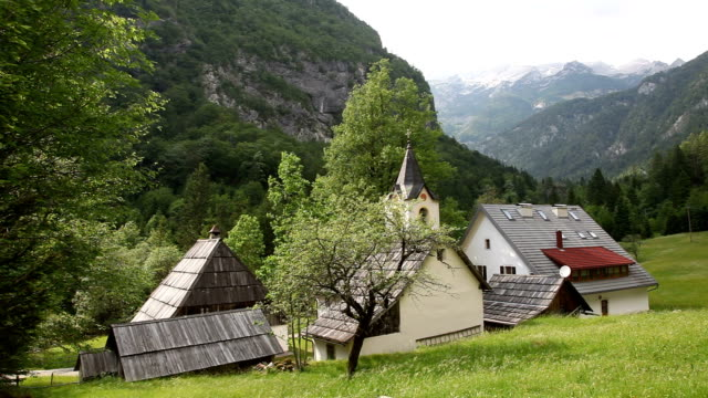 slovenia, bovec, trenta valley, pri cerkvi, view of the small village with houses with wooden roof - slovenia meadow stock videos & royalty-free footage