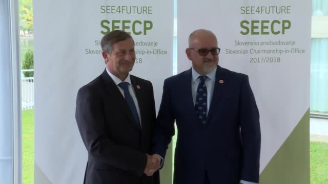 vídeos de stock e filmes b-roll de slovenian foreign minister karl erjavec welcomes turkish foreign minister mevlut cavusoglu ahead of the ministerial meeting of southeast european... - eslovénia