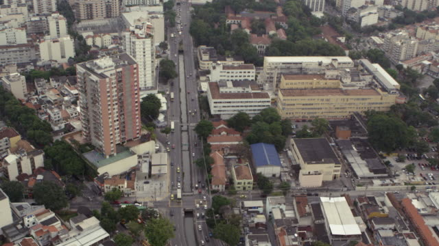 vídeos de stock, filmes e b-roll de slow aerial footage of downtown rio - distrito financeiro