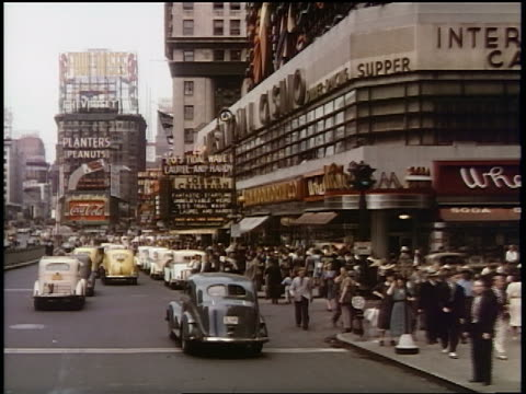 vídeos de stock e filmes b-roll de 1939 slow car point of view on busy times square street / new york city / industrial - times square manhattan