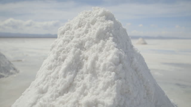 slow, close-up pan across mounds of salt on bolivia's salt plains. - ボリビア点の映像素材/bロール