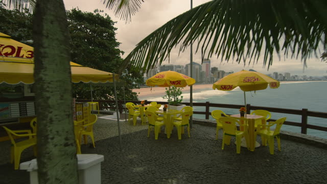 vídeos y material grabado en eventos de stock de rio de janeiro, brazil - june 23: slow dolly shot of restaurant on june 23, 2013 in rio, brazil - praia