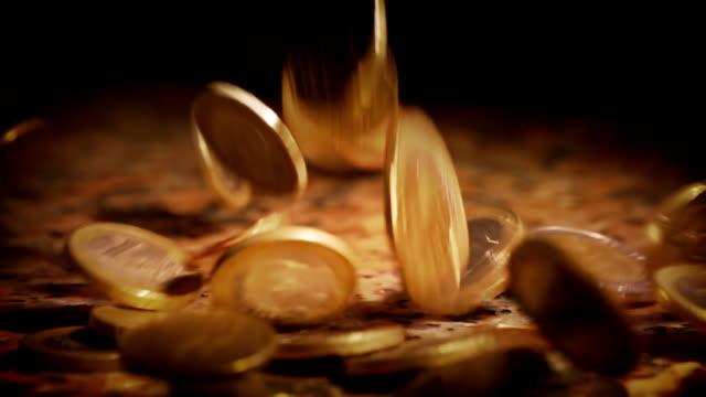 langsam fallende münzen - geldmünze stock-videos und b-roll-filmmaterial