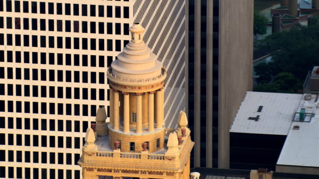 slow flight past colonnaded cupola atop esperson building in downtown houston. shot in 2007. - artbeats stock videos & royalty-free footage