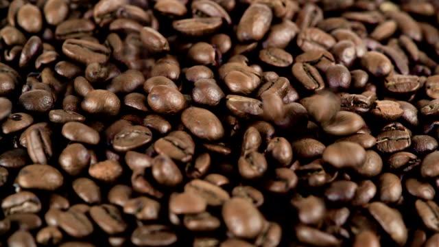 遅い mo コーヒー豆をクローズ アップ。 - コーヒー豆点の映像素材/bロール