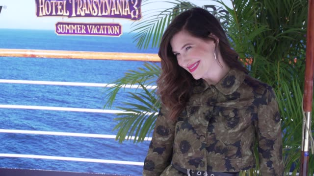 """""""slow mo"""" kathryn hahn at the """"hotel transylvania 3: summer vacation"""" world premiere at regency village theatre on june 30, 2018 in westwood,... - キャスリン ハーン点の映像素材/bロール"""