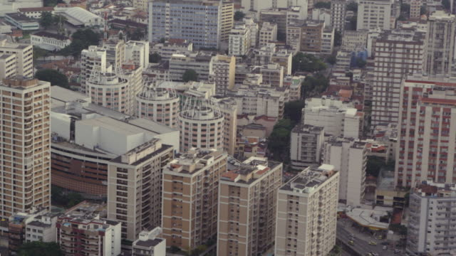 vídeos de stock, filmes e b-roll de slow motion aerial footage of metropolitan rio - distrito financeiro