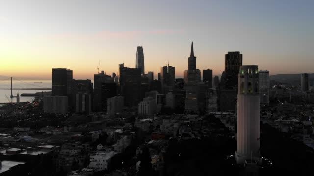 スローモーション空中ビデオ-サンフランシスコのコイトタワー - コイトタワー点の映像素材/bロール