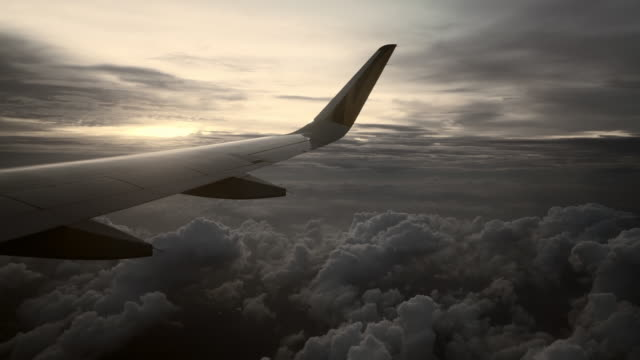 vidéos et rushes de slow motion: airplane wing over fluffy clouds - groupe d'objets
