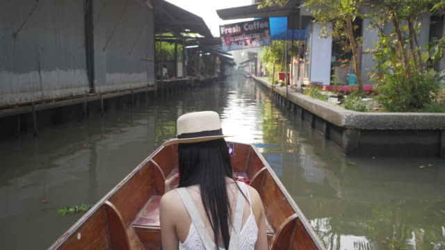 slow motion beautiful asian women tourists wearing hat sitting in row travel taxi boats attractions at damnoen saduak, bangkok, thailand. - exoticism stock videos & royalty-free footage