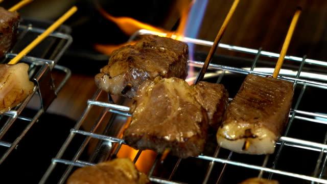 Slow motion: rundvlees BBQ yakiniku