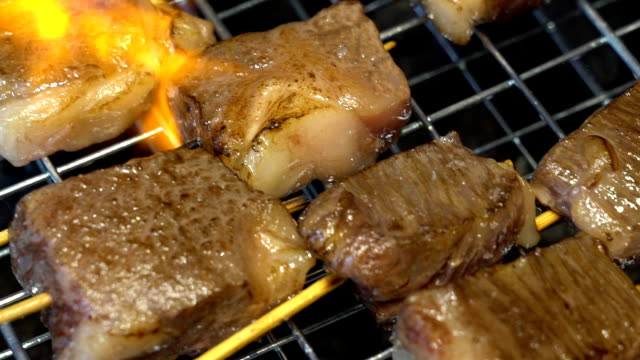 vídeos y material grabado en eventos de stock de cámara lenta : carne de barbacoa yakiniku - carne de vaca