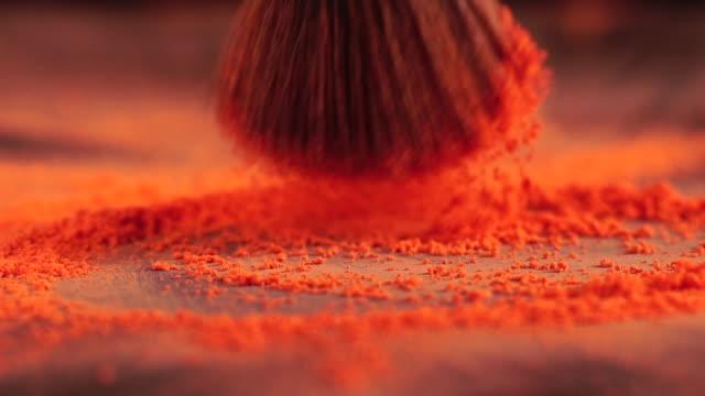 スローモーション: ブラシ拾い粉 - フェイスブラシ点の映像素材/bロール