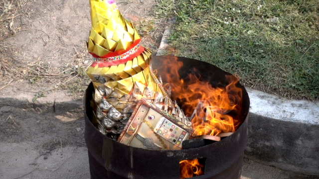 Slow Motion : Burning Paper To The Ancestor