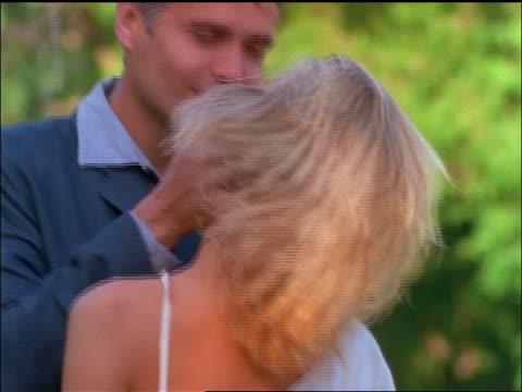 vídeos de stock e filmes b-roll de slow motion canted couple cuddling + hugging outdoors / nyc - cinematografia