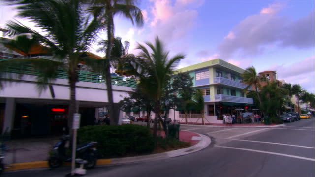 slow motion car point of view moving down ocean drive/ miami beach, florida - アールデコ点の映像素材/bロール