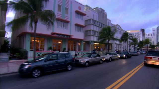 slow motion car point of view moving down ocean drive/ miami beach, florida - オーシャンドライブ点の映像素材/bロール