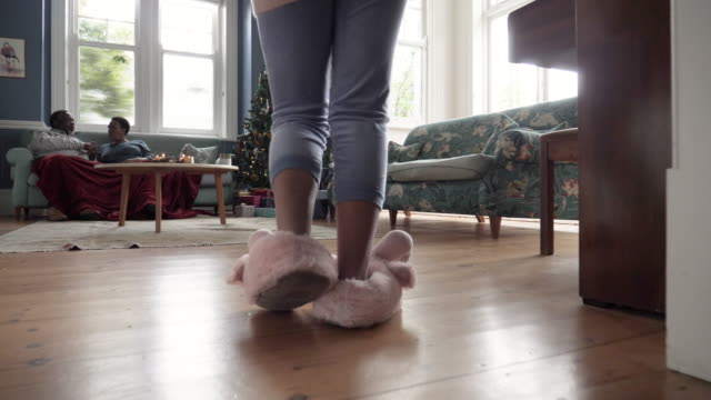slow motion, children run into living room on christmas morning - husinteriör bildbanksvideor och videomaterial från bakom kulisserna