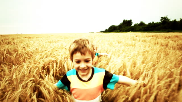 stockvideo's en b-roll-footage met slow motion: children running in wheat field - sepiakleurig