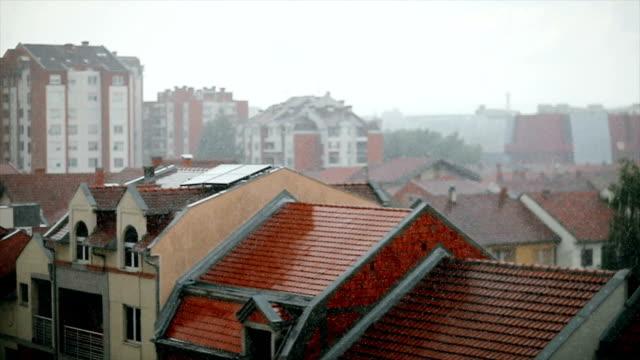 Zeitlupe: Stadt im Sturm
