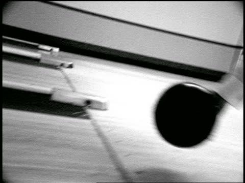vídeos de stock, filmes e b-roll de b/w slow motion close up pan black bowling ball rolling down lane in bowling alley - cancha de jogo de boliche