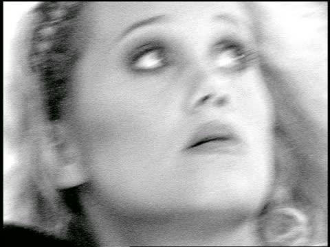 vídeos y material grabado en eventos de stock de b/w slow motion close up blonde woman holding bowling ball looking up at something offscreen - bola de bolos