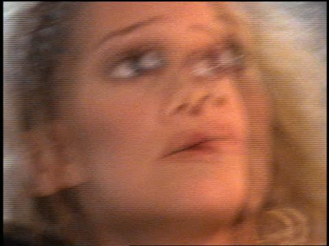 vídeos y material grabado en eventos de stock de slow motion close up blonde woman holding bowling ball looking up at something offscreen - bola de bolos