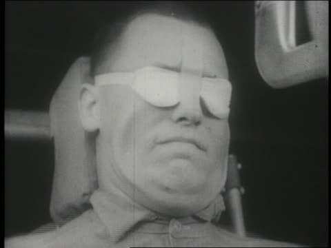 stockvideo's en b-roll-footage met b/w 1965 slow motion close up man with face exposed to extreme g-forces - uithoudingsvermogen