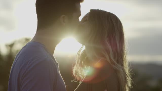 vídeos de stock e filmes b-roll de slow motion close up of couple kissing / mona, utah, united states - par