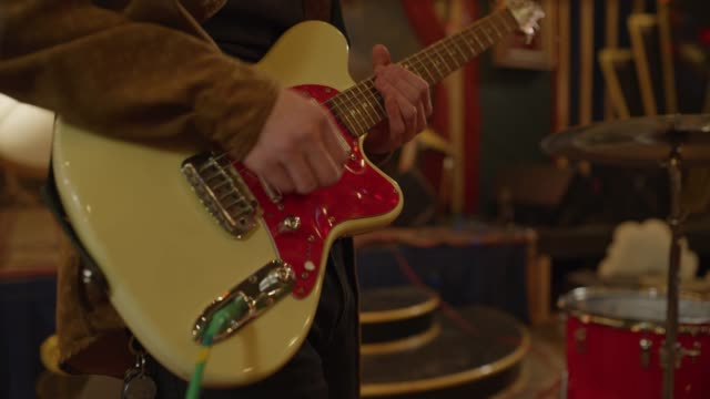 stockvideo's en b-roll-footage met slow motion close up of midsection of guitarist practicing in nightclub / provo, utah, united states - provo