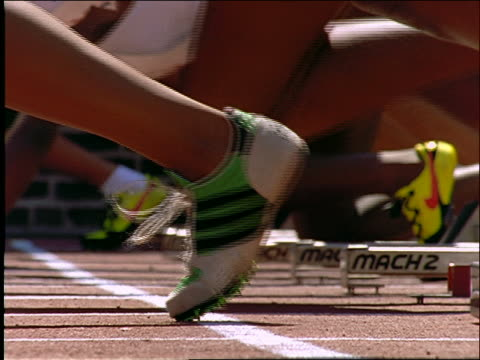 vídeos y material grabado en eventos de stock de slow motion close up of runners' legs + feet at starting line - 1997