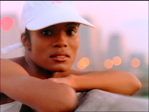 vidéos et rushes de slow motion close up portrait black woman wearing white baseball cap turning head to side outdoors - casquette de baseball