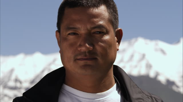 vidéos et rushes de slow motion close-up shot of a smiling middle-aged asian man - mise au point au 1er plan
