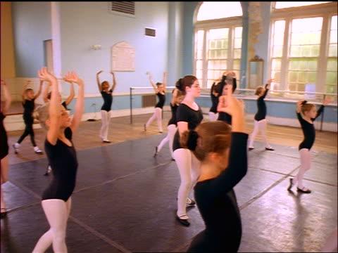vidéos et rushes de slow motion dolly shot young girls doing exercises in ballet class in dance studio - petits garçons